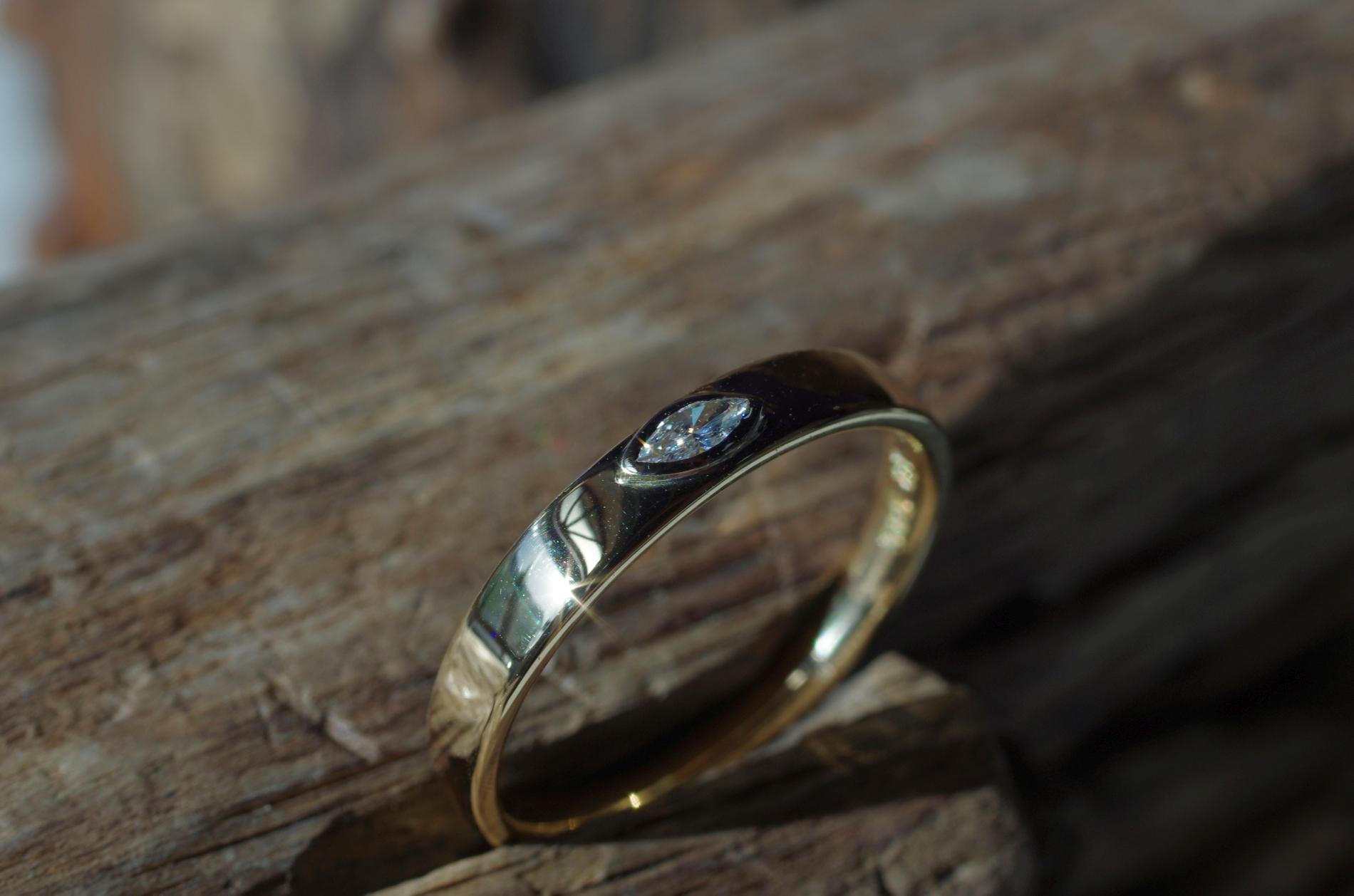 Ring Gelbgold 585 mit Diamant im Navetteschliff